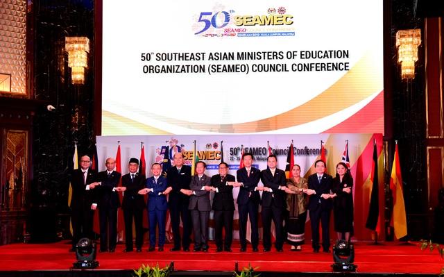 Bộ trưởng Phùng Xuân Nhạ: Công nghệ không thể thay thế vai trò con người trong giáo dục - 2