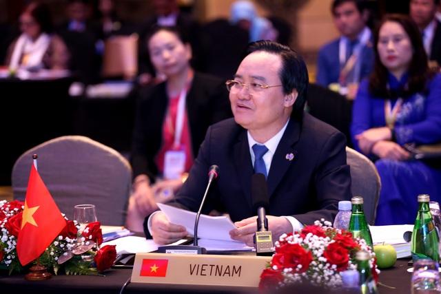 Bộ trưởng Phùng Xuân Nhạ: Công nghệ không thể thay thế vai trò con người trong giáo dục - 1