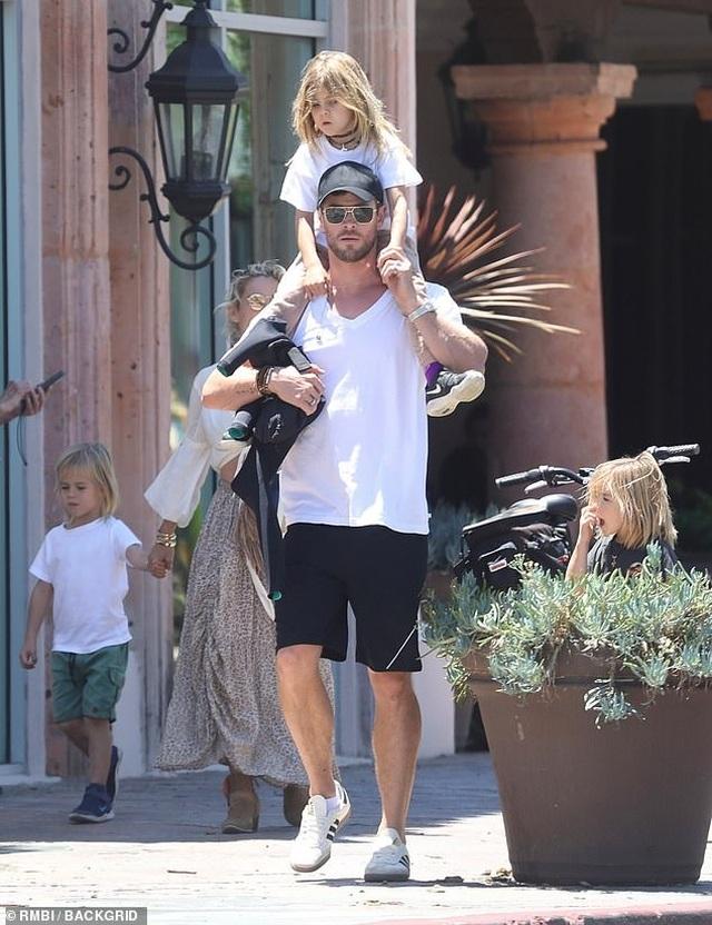Chris Hemsworth đẹp đôi bên vợ hơn 7 tuổi - 5