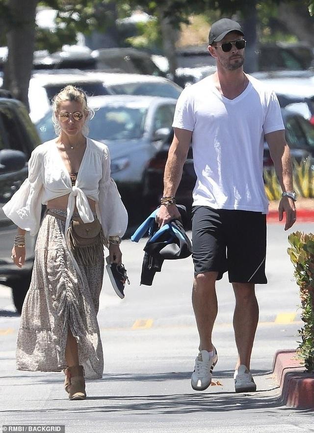 Chris Hemsworth đẹp đôi bên vợ hơn 7 tuổi - 7