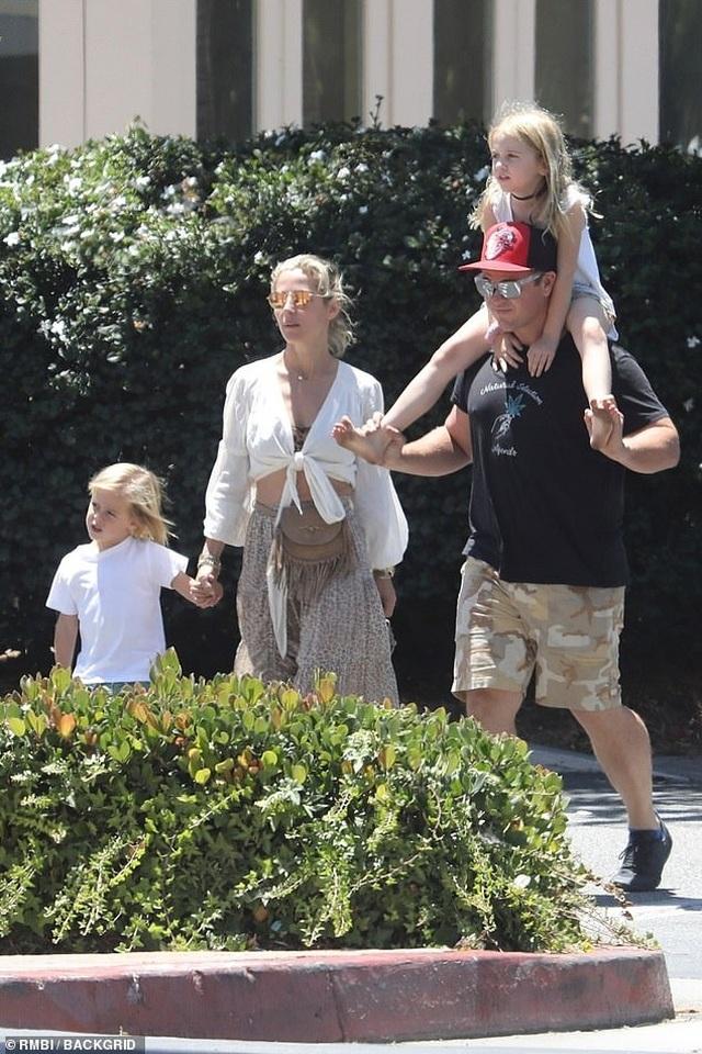 Chris Hemsworth đẹp đôi bên vợ hơn 7 tuổi - 6