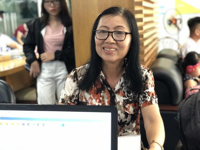 Nữ thí sinh đăng ký xét tuyển vào đại học ở tuổi 63 - 2