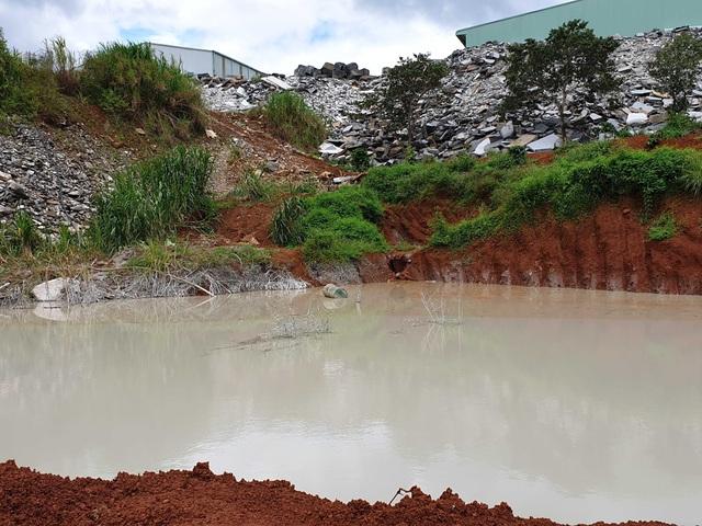 Hồ chứa nước thải bị vỡ, lãnh đạo doanh nghiệp đổ do… mưa lớn! - 3