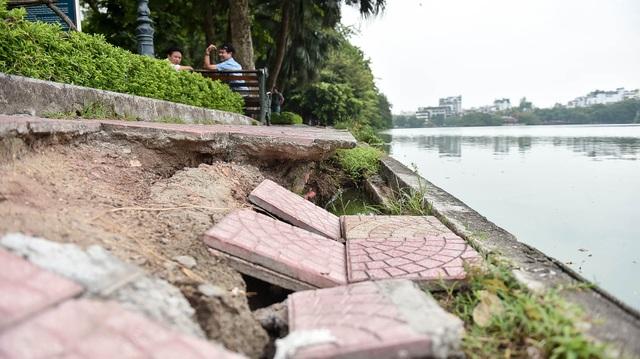 Bờ hồ Gươm nham nhở vì sạt lở kè - 8