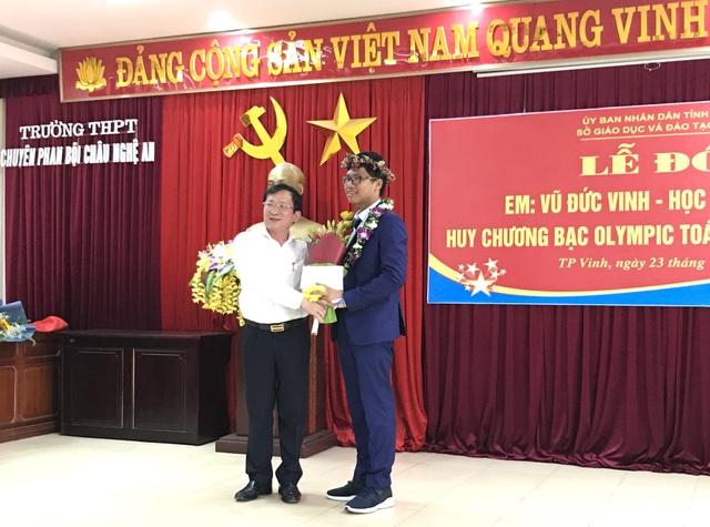 Nghệ An chào đón nam sinh giành huy chương Bạc Olympic Toán Quốc tế - 2