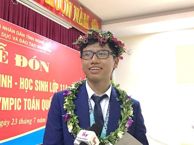 Nghệ An chào đón nam sinh giành huy chương Bạc Olympic Toán Quốc tế - 4