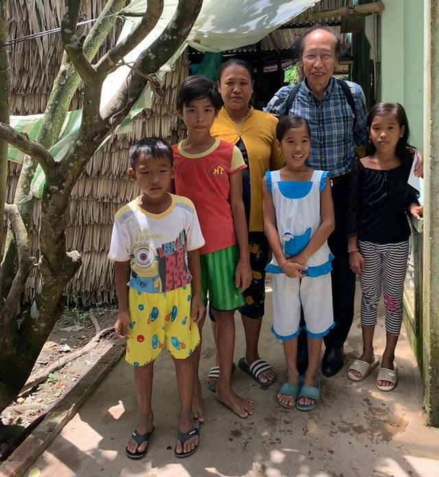 Trở lại thăm hai đứa con tinh thần, Tổng biên tập báo Dân trí tiếp tục giúp đỡ 2 bé Nhân - Ái - 1