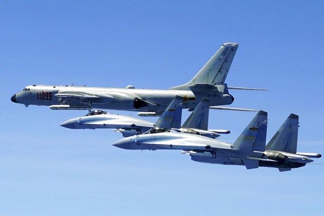 Trung Quốc đưa máy bay chiến đấu Su-35 diễn tập tại Biển Đông - 1