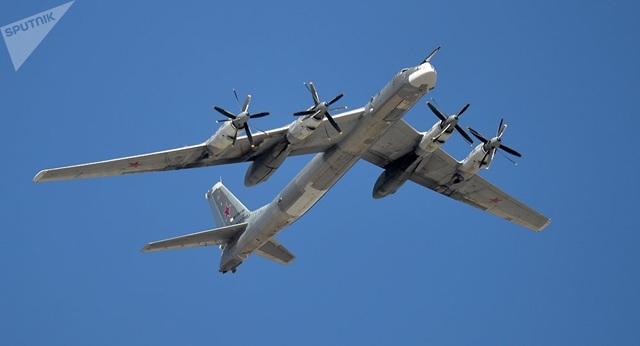 Đáp trả Hàn Quốc, Nga tung video máy bay ném bom bị chặn trên biển - 1