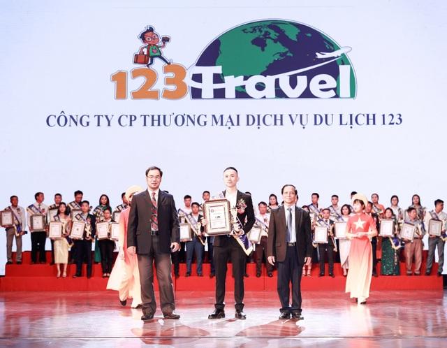"""Dũng """"Về nhà đi con"""" bất ngờ xuất hiện tại giải thưởng nhãn hiệu nổi tiếng Việt Nam - 1"""