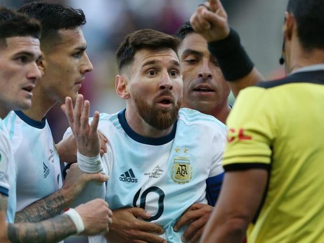Chỉ trích thậm tệ về Copa America, Messi chính thức nhận án phạt - 1