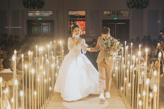 """Đám cưới ngập trong vàng, tiền của đạo diễn chuyển giới và Á quân """"Solo cùng Bolero"""" - 14"""