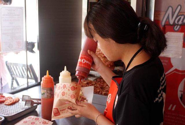 Nghỉ việc nhà nước, 8X khởi nghiệp với 10 cửa hàng bánh mì kẹp Kebab Torki - 2