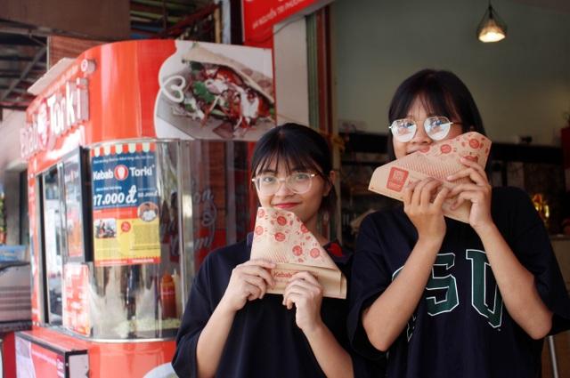 Nghỉ việc nhà nước, 8X khởi nghiệp với 10 cửa hàng bánh mì kẹp Kebab Torki - 5