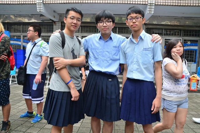 Nam sinh trung học ở Đài Loan được phép mặc… váy đi học - 1