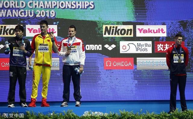 Các đối thủ từ chối đứng chung bục nhận huy chương với Sun Yang - 1