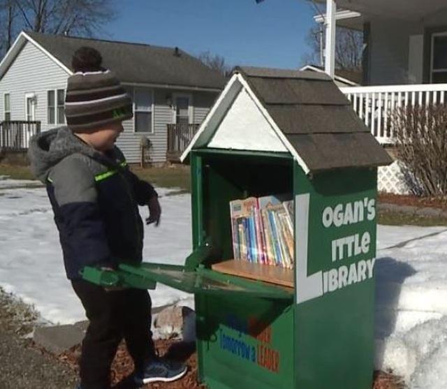 Cậu bé 5 tuổi tự lập thư viện duy nhất trong thị trấn - 1