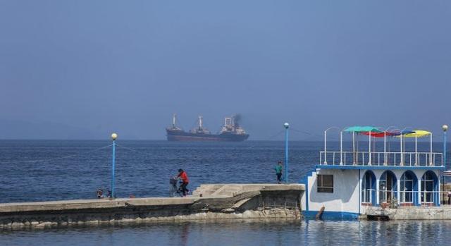 Triều Tiên bắt giữ 17 thủy thủ trên tàu cá Nga - 1