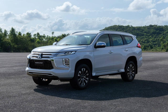 Mitsubishi Pajero Sport phiên bản mới 2020 - Chỉ thay đổi hình thức - 14