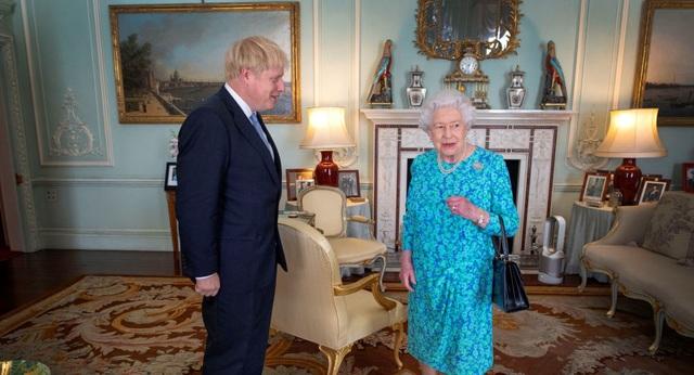 Tân Thủ tướng Anh phá vỡ quy tắc hoàng gia ngay sau khi nhậm chức - 1