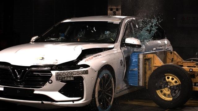 """Hé lộ màn """"tra tấn"""" xe VinFast Lux A2.0 và Lux SA2.0 tại Châu Âu - 1"""