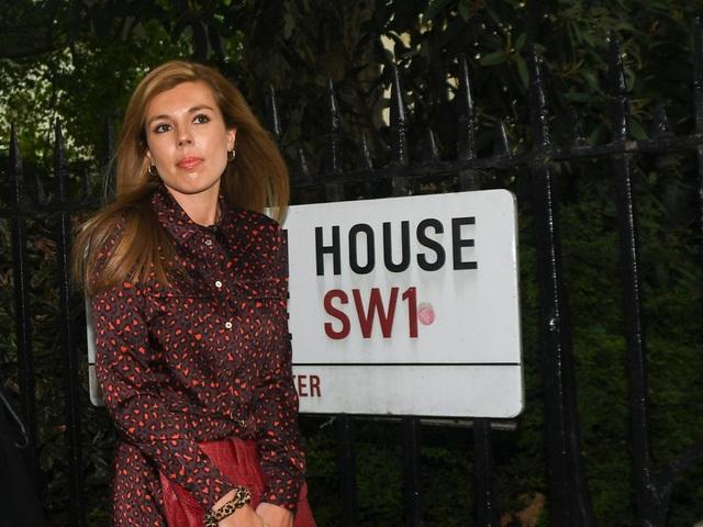 Bạn gái kém 24 tuổi của tân Thủ tướng Anh gây chú ý - 4