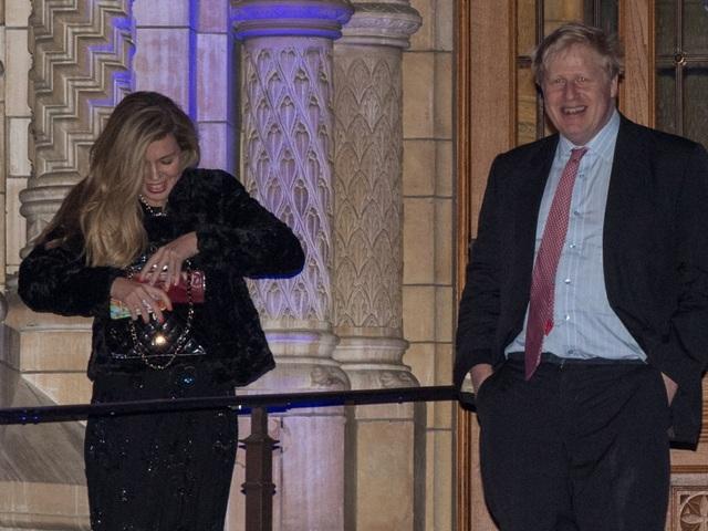 Bạn gái kém 24 tuổi của tân Thủ tướng Anh gây chú ý - 7