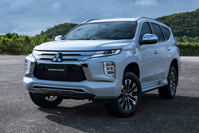 Mitsubishi Pajero Sport phiên bản mới 2020 - Chỉ thay đổi hình thức - 12