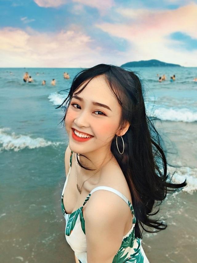 Á khôi sinh viên Việt Nam vừa xinh đẹp vừa học giỏi Văn - 1