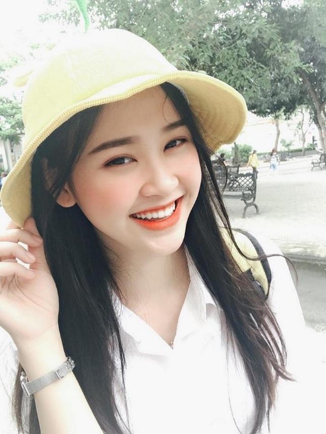 Á khôi sinh viên Việt Nam vừa xinh đẹp vừa học giỏi Văn - 2
