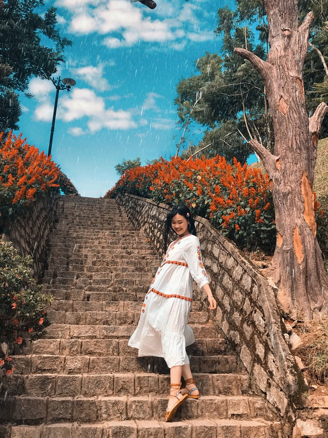 Á khôi sinh viên Việt Nam vừa xinh đẹp vừa học giỏi Văn - 3