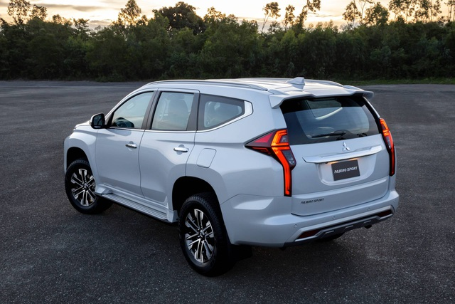 Mitsubishi Pajero Sport phiên bản mới 2020 - Chỉ thay đổi hình thức - 2