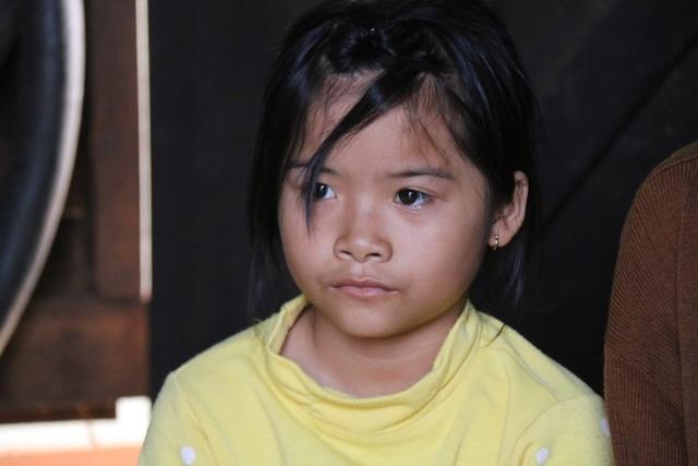 Xót xa bé gái  10 tuổi hai lần chịu cảnh mồ côi, bơ vơ như chim non không tổ - 1