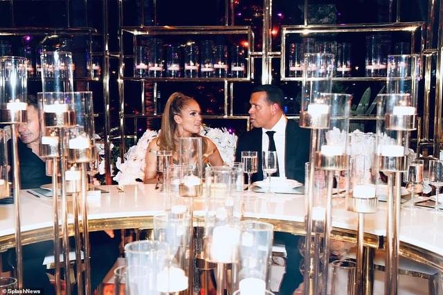 Jennifer Lopez mời 250 khách dự tiệc sinh nhật - 1