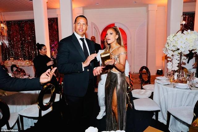 Jennifer Lopez mời 250 khách dự tiệc sinh nhật - 9