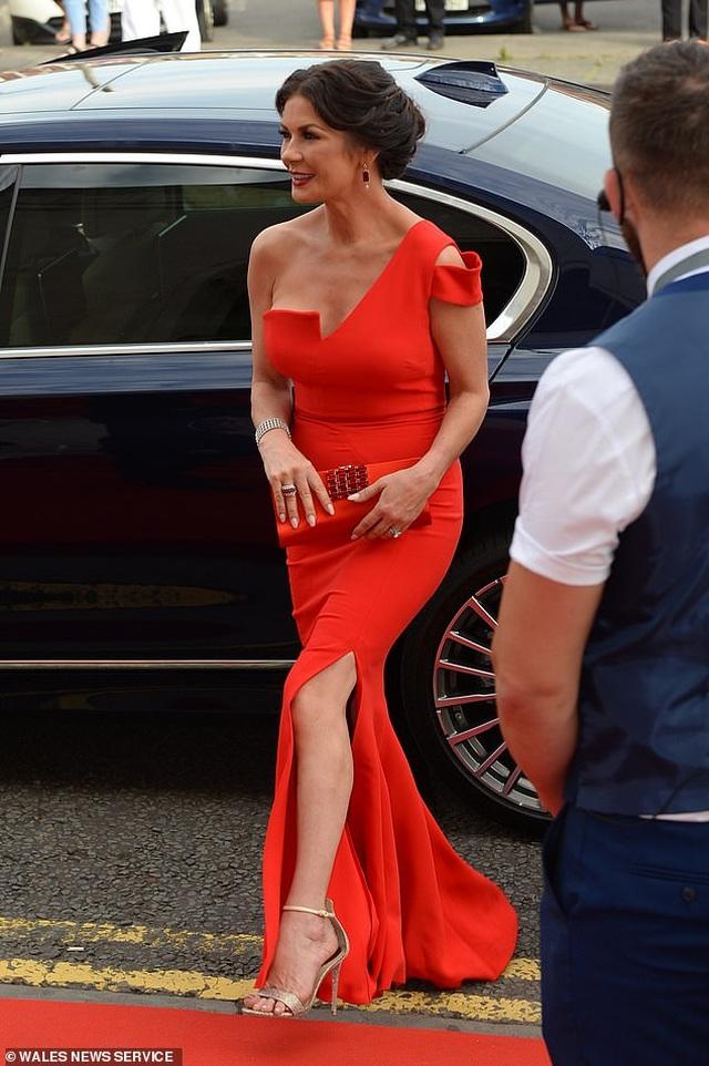 Catherine Zeta Jones quyến rũ dự sự kiện cùng chồng con - 5