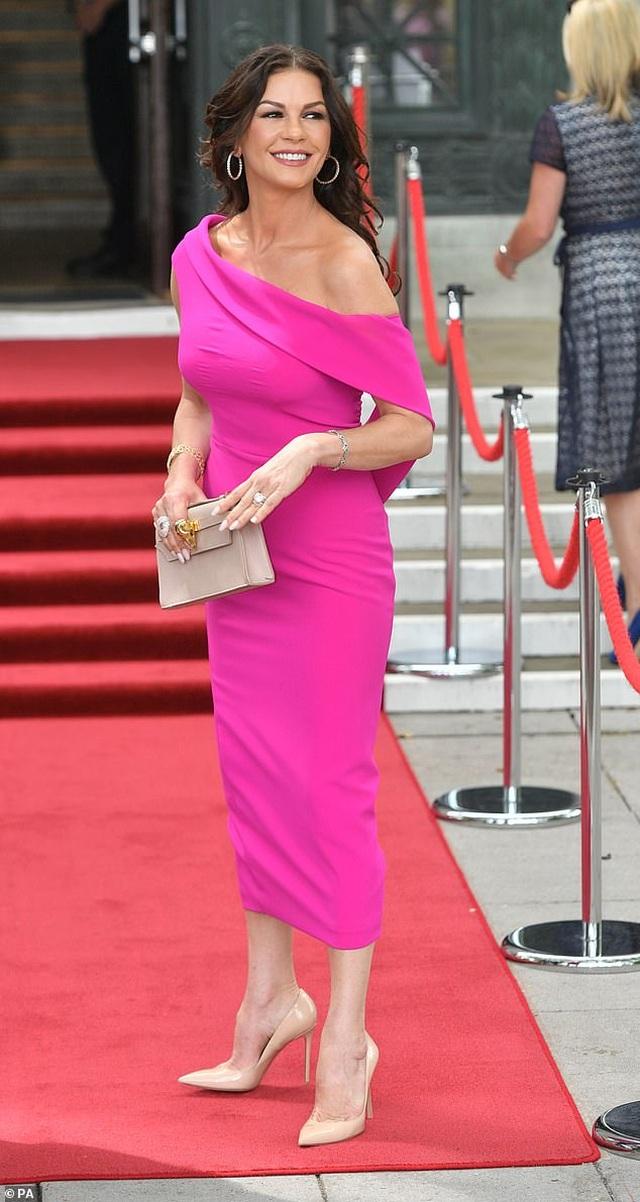 Catherine Zeta Jones quyến rũ dự sự kiện cùng chồng con - 4