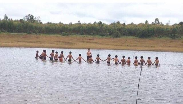 Sinh viên dạy học, dạy bơi miễn phí cho học sinh vùng cao dịp hè - 7