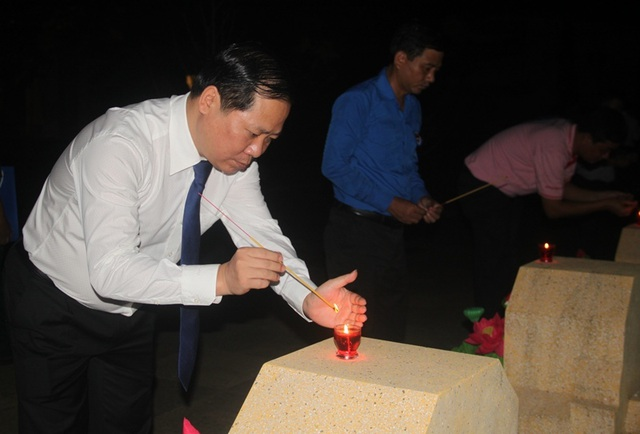 Thanh niên Bình Định thắp nến tri ân tại các nghĩa trang liệt sỹ - 4