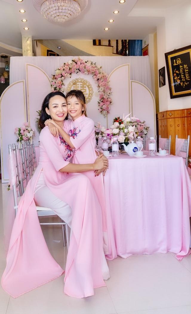 Em gái tài giỏi, xinh đẹp của Hoa hậu Ngọc Diễm kết hôn ở tuổi 23 - 1