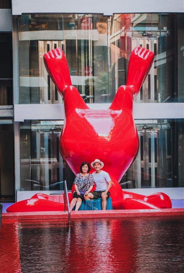 MC Nguyên Khang thực hiện ước mơ nắm tay mẹ đi khắp thế giới - 17