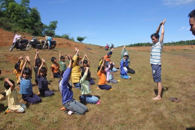 Sinh viên dạy học, dạy bơi miễn phí cho học sinh vùng cao dịp hè - 3