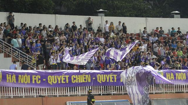 Lần đầu tiên sau 7 năm, sân Thống Nhất chật kín khán giả ở V-League - 3