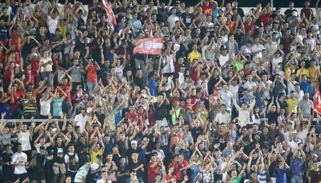 Lần đầu tiên sau 7 năm, sân Thống Nhất chật kín khán giả ở V-League - 9