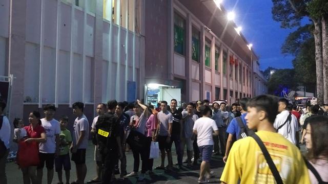 Lần đầu tiên sau 7 năm, sân Thống Nhất chật kín khán giả ở V-League - 5