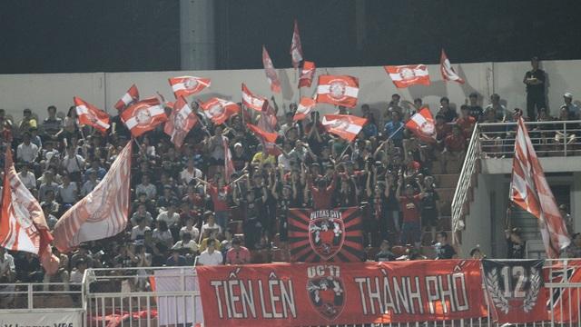 Lần đầu tiên sau 7 năm, sân Thống Nhất chật kín khán giả ở V-League - 2