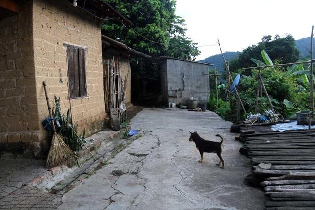 Kỳ lạ làm chục mâm cỗ, ăn uống linh đình cúng người sống ở Bắc Giang - 2
