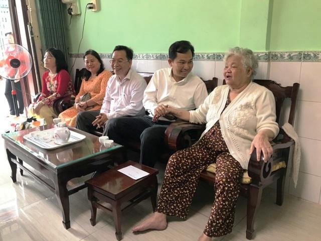 Cần Thơ: Gặp mặt và tặng quà 100 gia đình người có công - 2