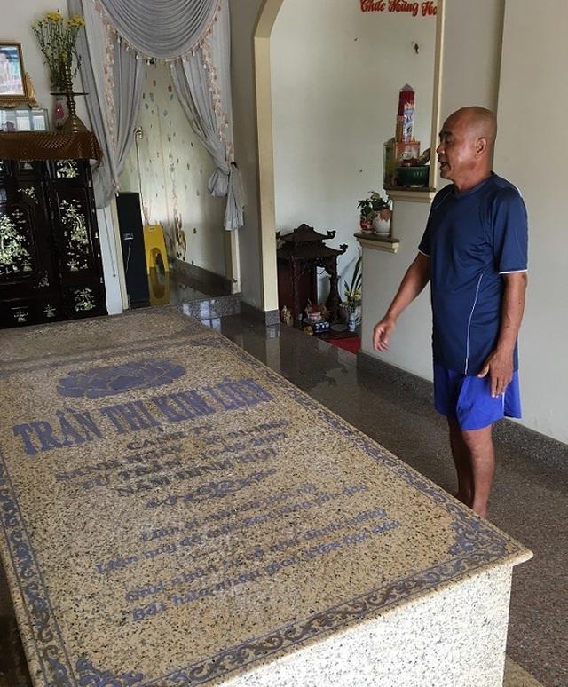 Ngôi mộ nằm giữa phòng khách trong căn biệt thự ở Bến Tre - 3