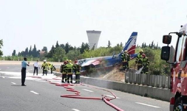 Hạ cánh bất thành, máy bay không quân Pháp lao xuống đường cao tốc - 1